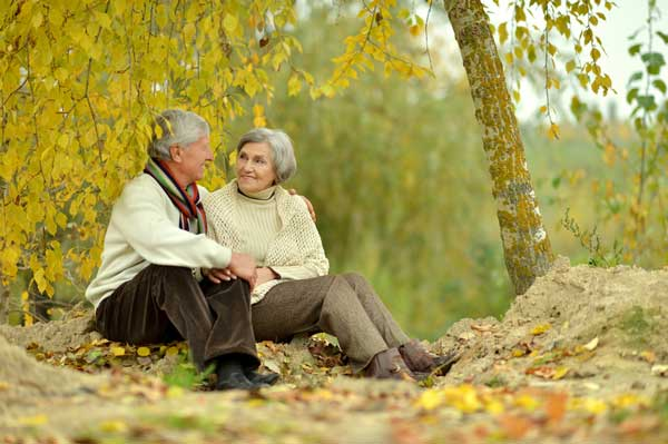 senior singles couple in the park